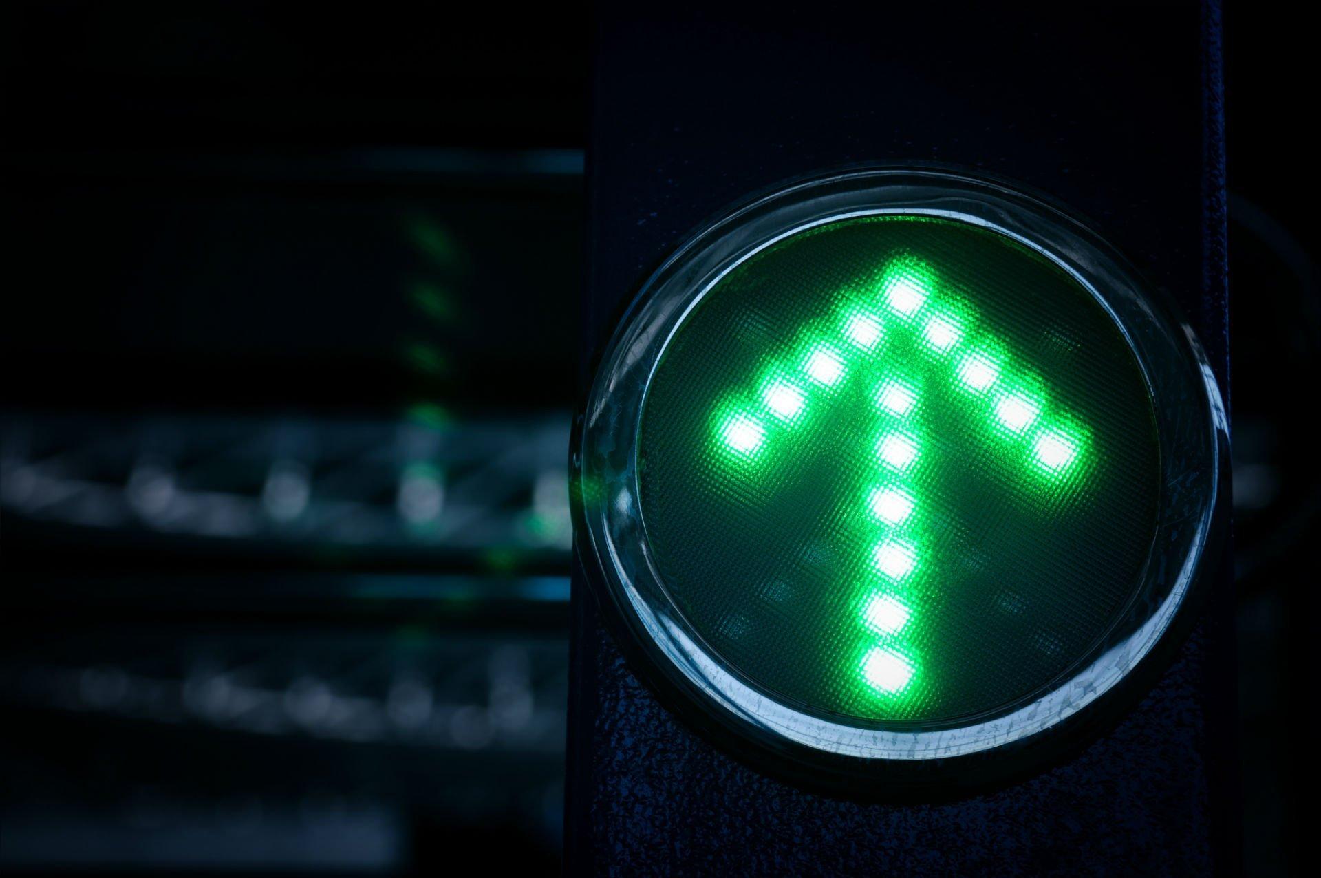 neon freccia verda