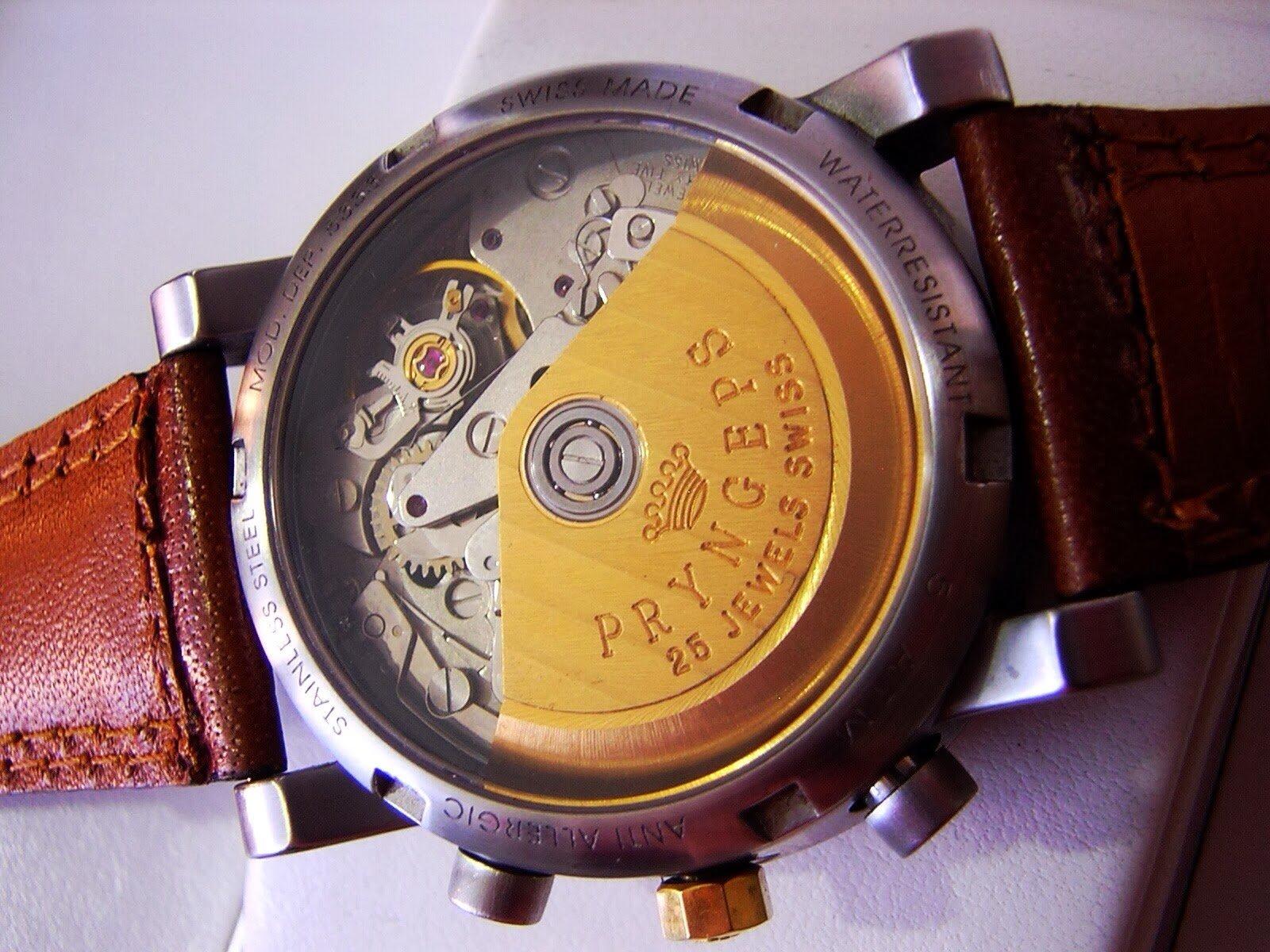 Orologio con ingranaggi a vista