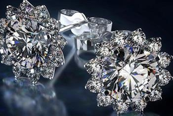 orecchini con diamante