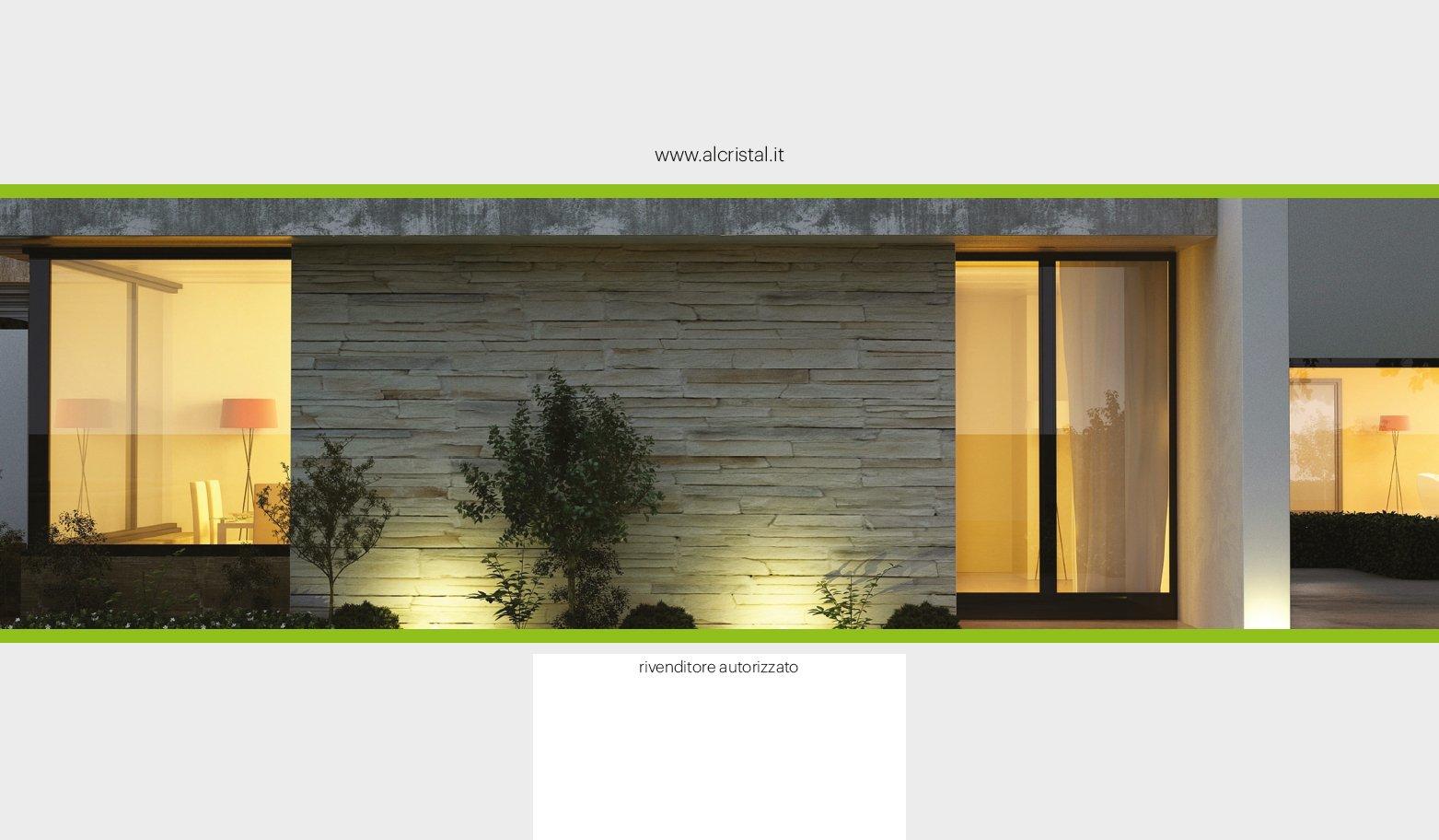 vista esterna di una casa con porte battente