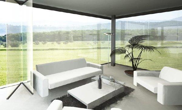 vetrata panoramica interna di un salotto con divani bianchi