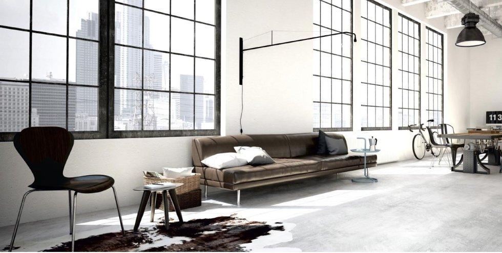 vista interna di una casa con divano, finestre anta invisibile e arredamenti