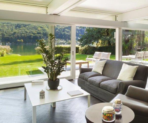 vista di una architettura, spazio aperto di una casa moderna, salotto con arredamenti
