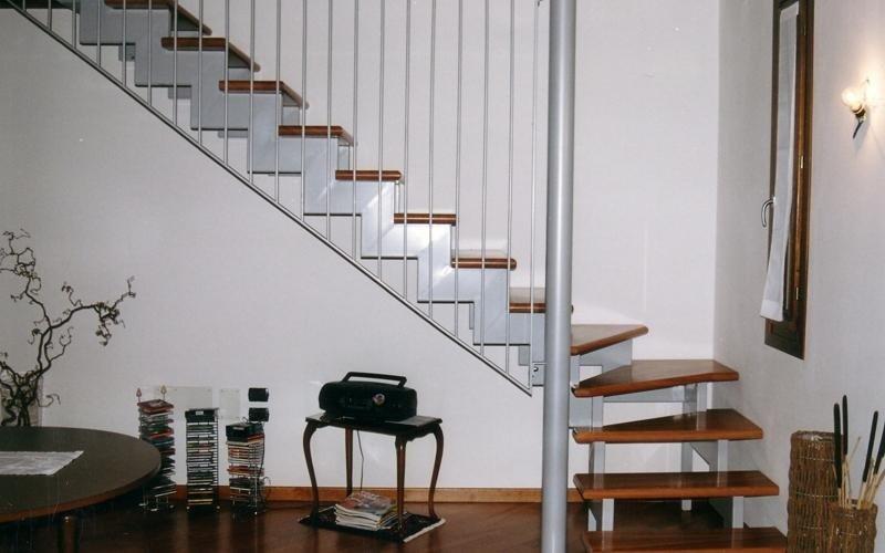 Progettazione e realizzazione di scale interne a treviso - Scale interne piccoli spazi ...