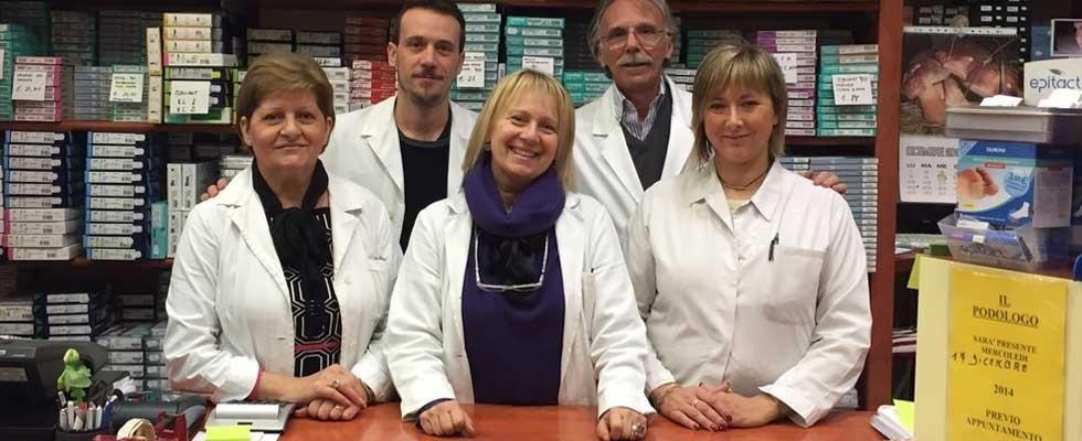 staff del negozio di articoli ortopedici
