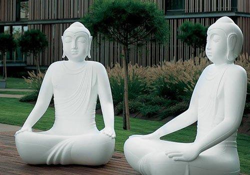 due statue induiste da giardino