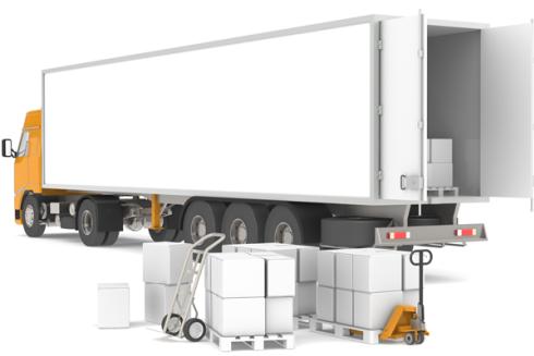Camion di trasporto aperto e casse in attesa di essere caricate