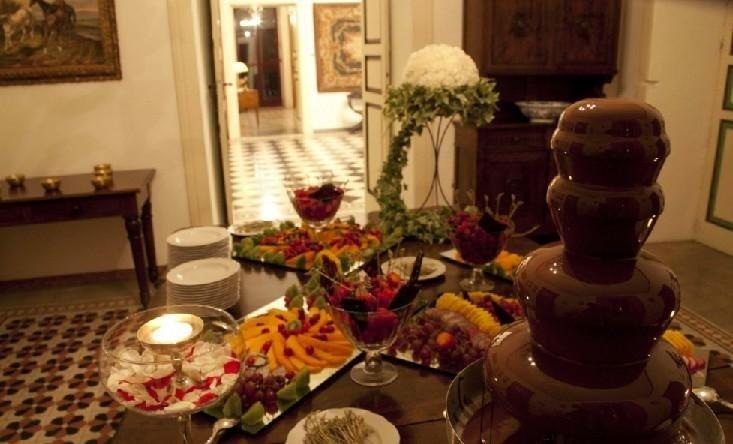 Buffet di frutta al cioccolato