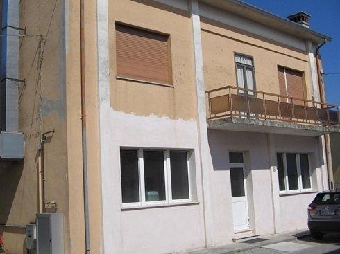 Facciata di condominio prima del restauro