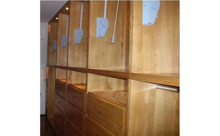 armadio bianco da muro