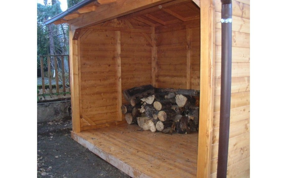Casetta porta legna
