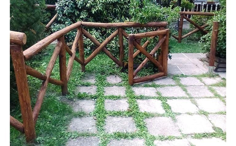 Pali in castagno recinzione con cancello