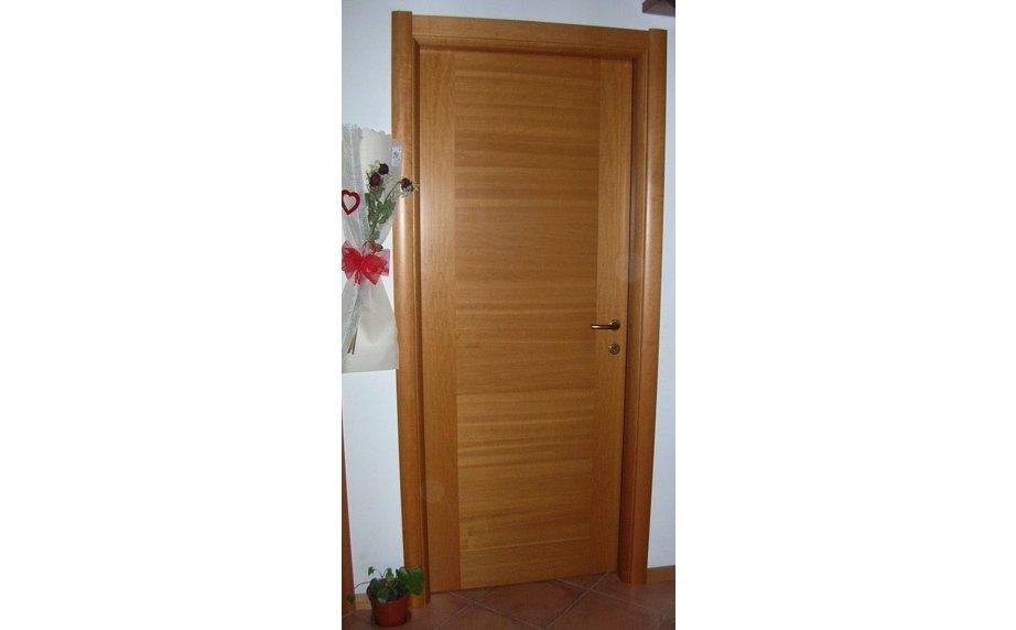 Porta in legno per casa