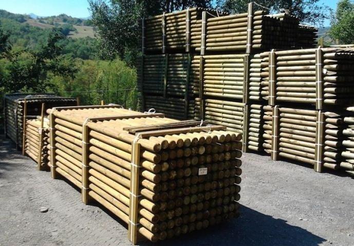 pali in pino in autoclave per recinzioni