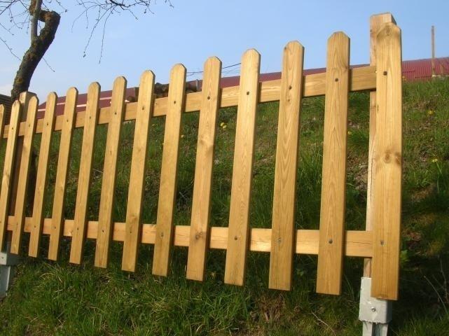 Montaggio staccionata in legno