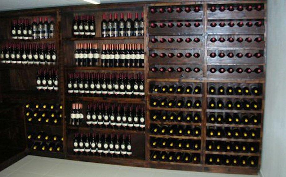 armadio porta vini