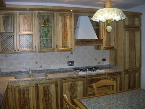 Arredamenti in legno, ante cucine in legno
