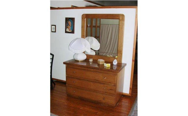 armadio da camera in legno