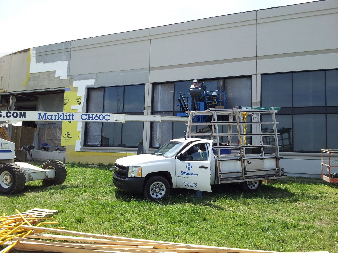 A member of an experienced glass replacement team in Lexington, KY