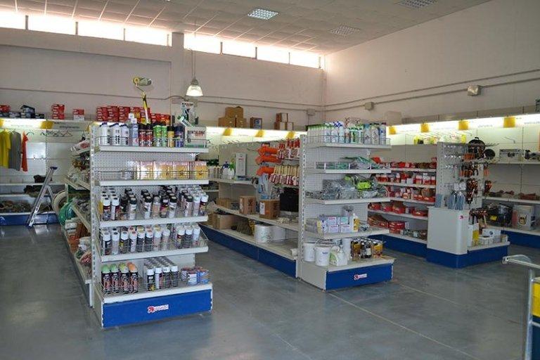 scaffale prodotti per edilizia