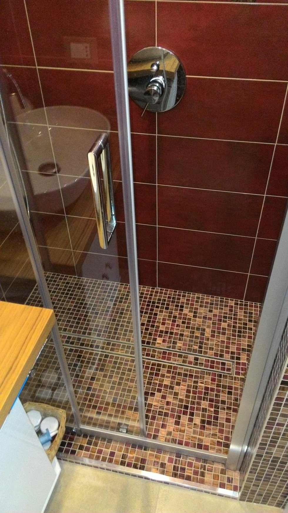 pavimentazione e rivestimento doccia