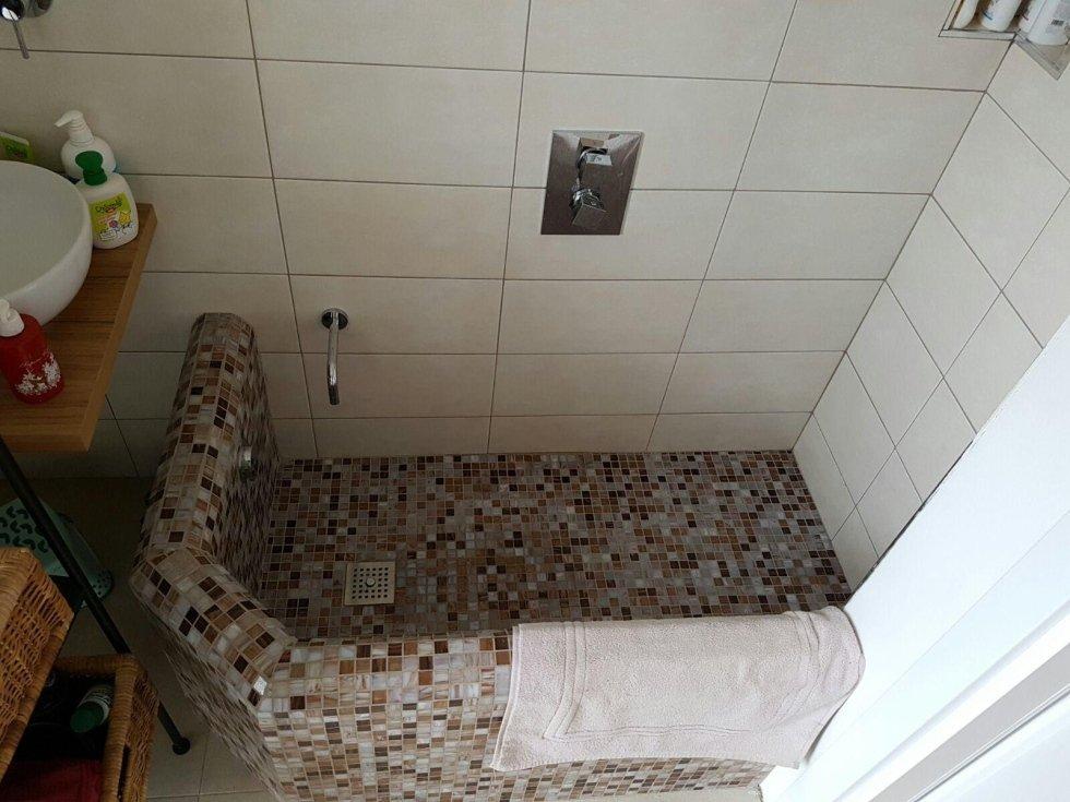 Rivestimenti bagno con piastrelle