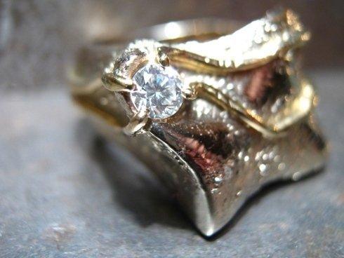 anelli in oro e pietre preziose