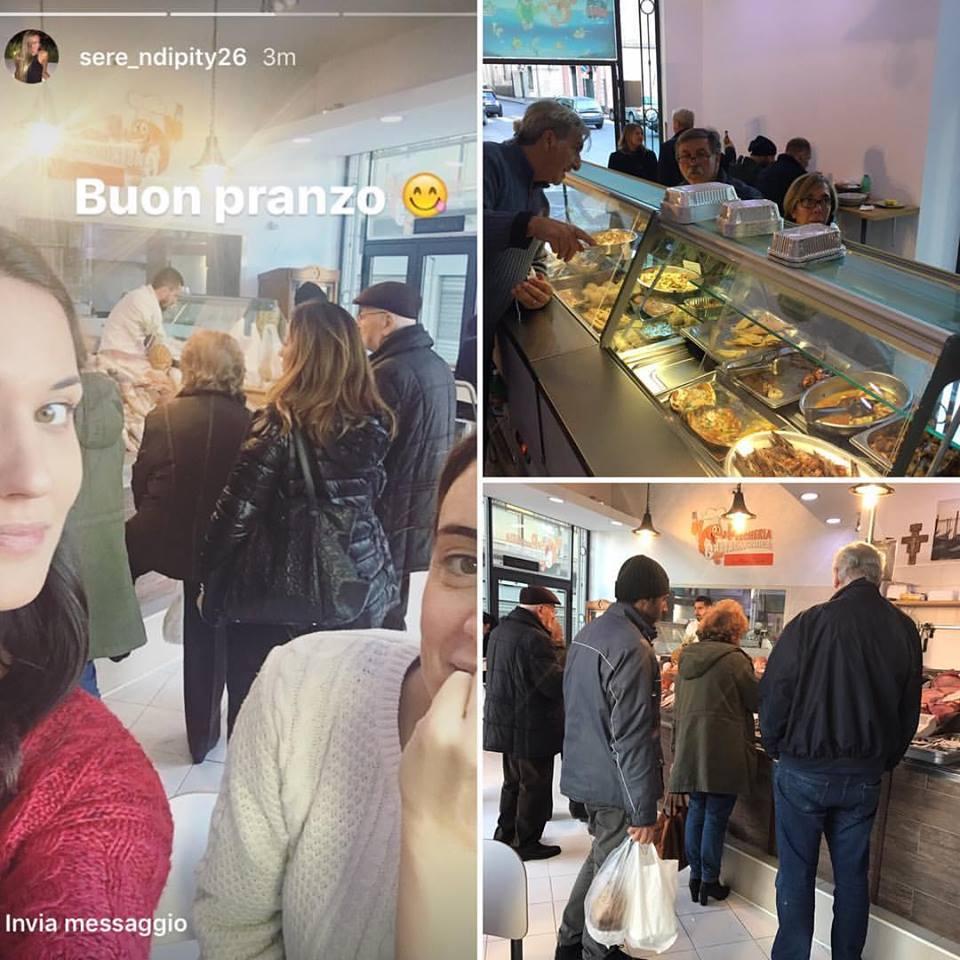 collage di 3 foto che mostra delle persone intenzionate a comprare del pesce fresco e di alcune che sono davanti al bancone dei piatti pronti