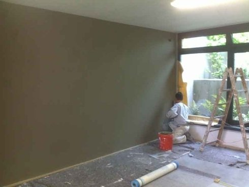 pittura muro interno villa