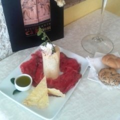 Carpaccio di carne salada con cialda di Trentingrana