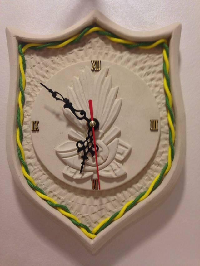 Orologio a forma di scudetto della guardia di finanza giallo e verde