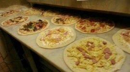 pizzeria con forno a legna, pizza tonda, pizza ultra sottile