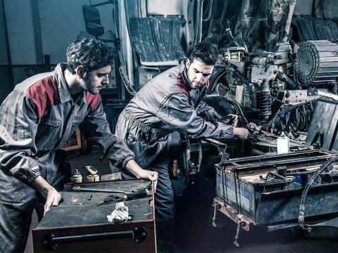 Personale qualificato in riparazioni meccaniche