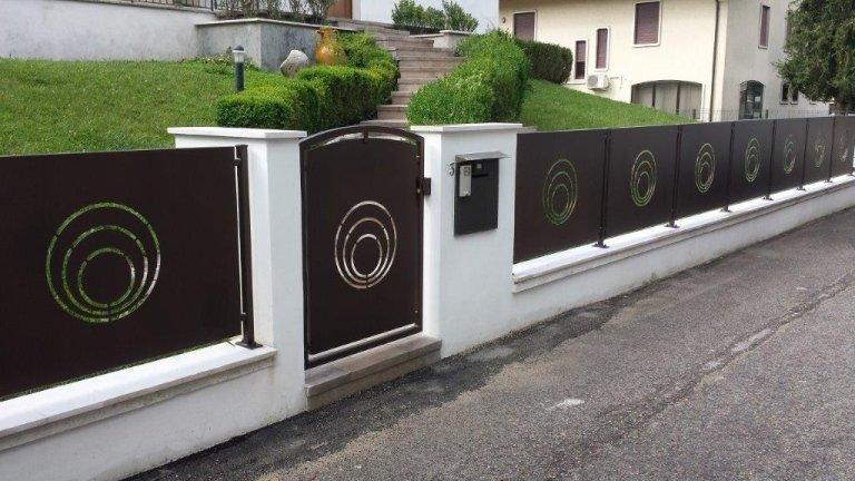 Cancelletto e recinzione con motivo tagliato laser zincato e verniciato a polveri