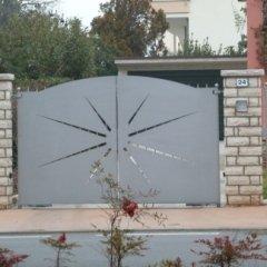 Cancello con lamiera tagliata a laser