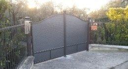 Cancello a due ante con lamira stirata mod.Ambasciata zincato verniciato graffite