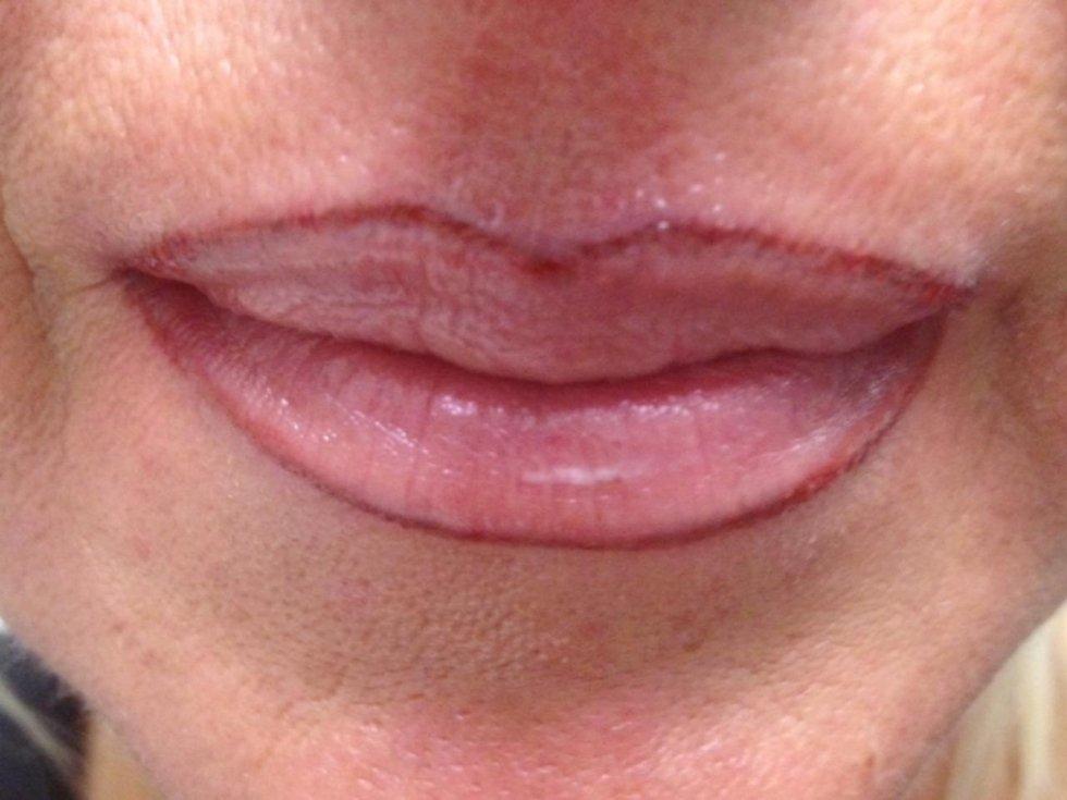 Tatuaggio contorno labbra