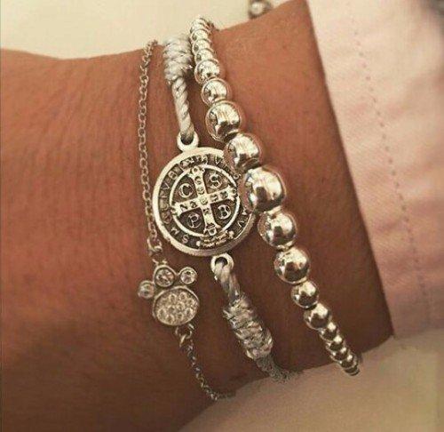 bracciali in argento sul polso