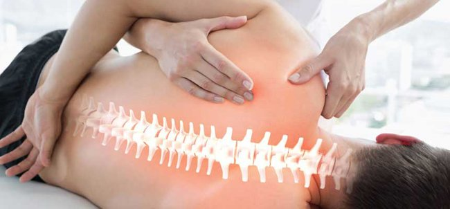 massaggio e immagine della spina dorsale