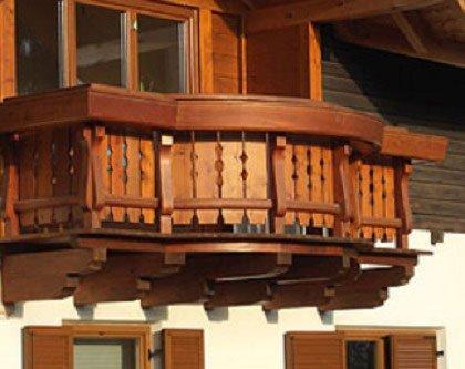 un balcone in legno