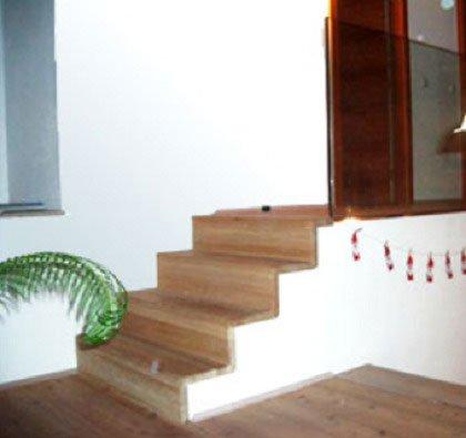 dei gradini in legno