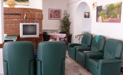 Sala tv di Villa Sirente a Bologna
