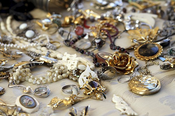 Jewellery at auctions houses in Lincolnshire