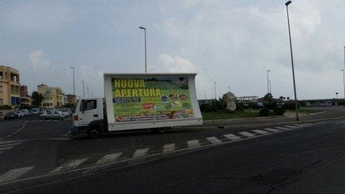 pubblicità su camion vela