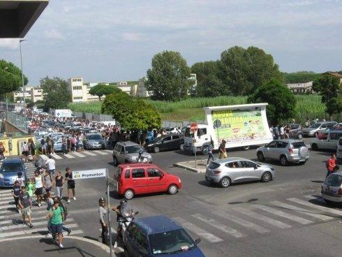 pubblicità con camion vela a Roma