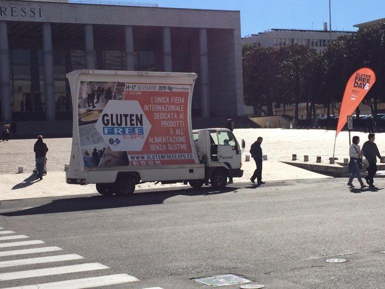 comunicazioni pubblicitarie su camion vela