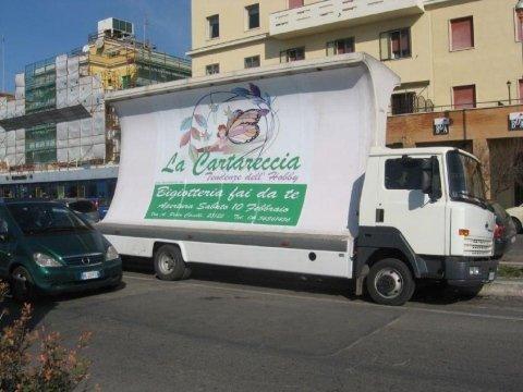 camion vela pubblicitario a Roma