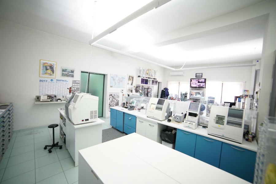 Vista interna di un laboratorio ottico