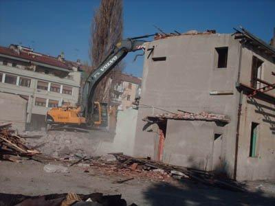 Demolizione di una palazzina