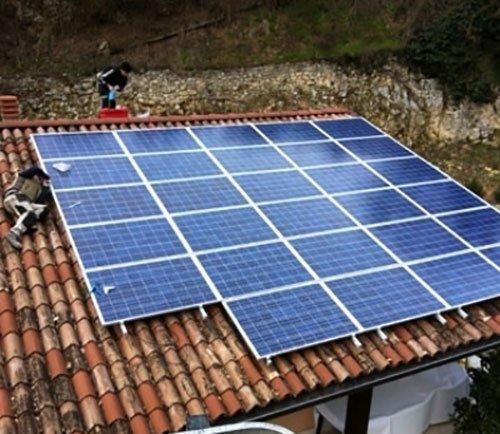 pannelli solari su una tettoia